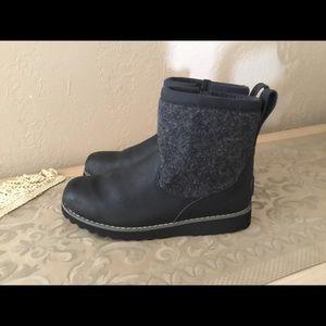 Ugg Bayson kids waterproof boots sz.3 $38